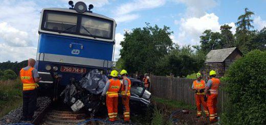 nehoda-vlak-koleje-jaromer-1_denik-485